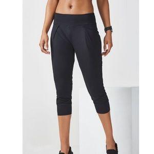Fabletics yogi Capri large 10-12 NWT black